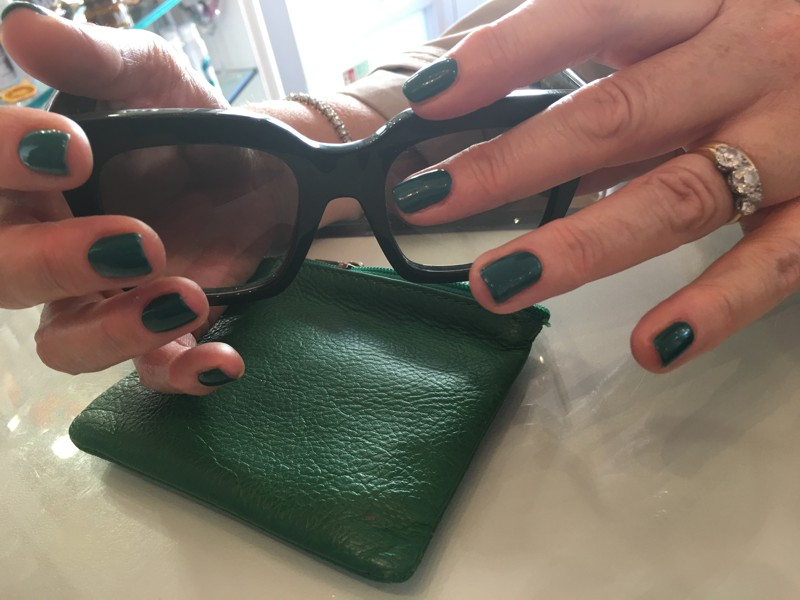 Green gel nails for a flawless nail salon finish