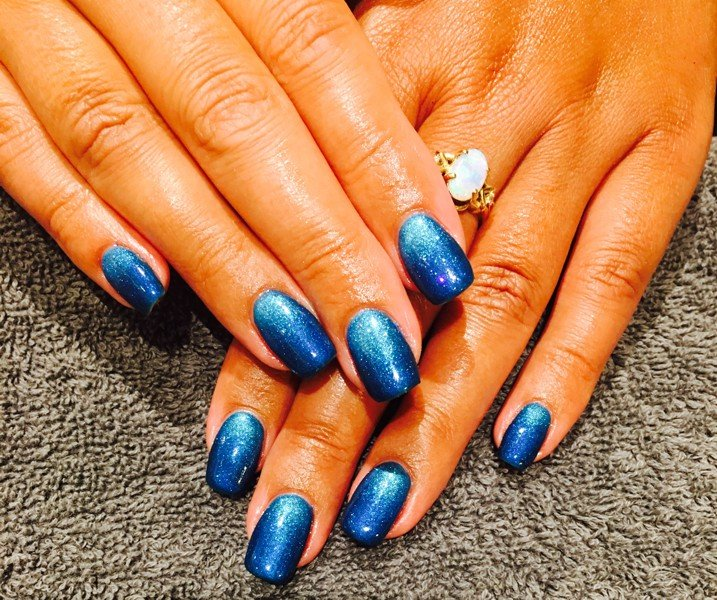 Glitter in blue ombre nail art