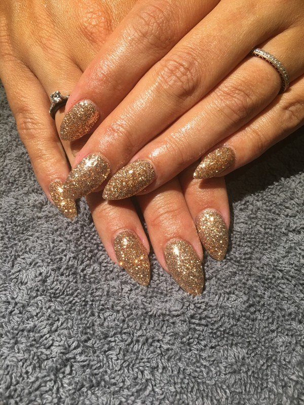 Glittery gold nails